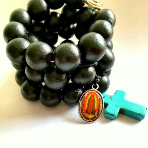 bracelet perles noires gros croix